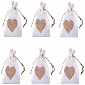 20pcs Petit Coeur Jute Sacs cadeaux Sacs avec cordon de serrage de sucrerie Pochette pour mariage de fête d'anniversaire de Noël Favors bricolage (modèle de coeur, 10x14cm)